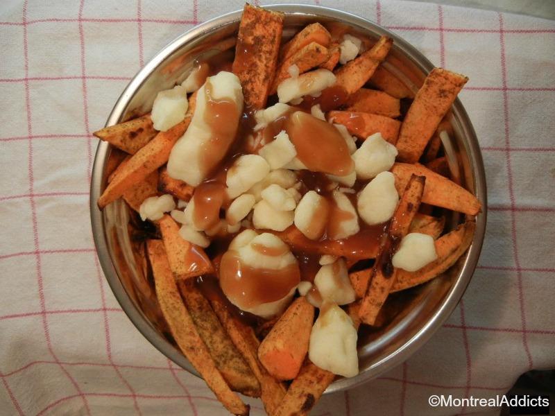 poutine aux frites de patates douces épicées - Blog Montreal Addicts