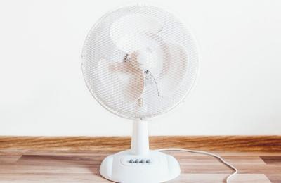 ventilateur sur fond blanc