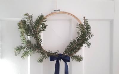 couronne avec restes de sapin de Noël